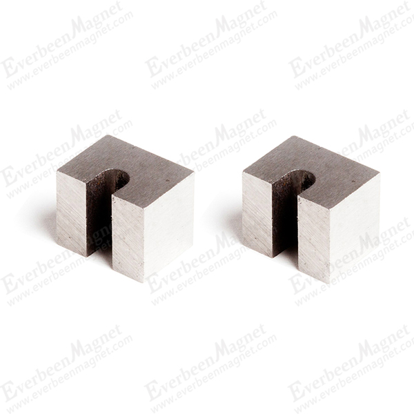 U-shaped horseshoe magnet