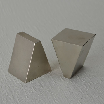 wedge-shaped magnet